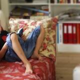 Børn skal genfidne glæden ved at fordybe sig i læsning, mener Danmarks Biblioteksforening, der sammen med en række organisationer har taget initiativ til en national læsestrategi. Arkiv/modelbillede: Lars Rievers