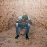 Abdulbakar Jellow fra Gambia nåede at tilbringe fire år i Libyen i flere lejre, mens han forsøgte at nå Europa. Efter tredje forsøg gav han op og rejste sydpå i stedet. Her siddder han i Niger, hvor Berlingske mødte ham tidligere på året.