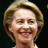 »Den konservative tysker, Ursula von der Leyen, foreslås til den mest magtfulde post som Europa-Kommissionens formand. Hun er relativ ukendt i EU-sammenhæng, men hun har været fast inventar i samtlige Merkel-regeringer, senest som forsvarsminister, hvor hun trods en del kritik har gjort sig positivt bemærket ved at holde længere end sine forgængere,« skriver Catharina Sørensen.