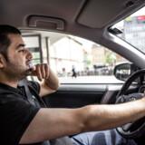 Aram Mahamadi er taxichauffør. Hans råd til cyklisterne: Hav tålmodighed.