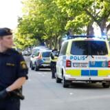 Søndag blev svensk politi kaldt ud til endnu et skyderi – denne gang i Sollentuna nord for Stockholm. En 17-årig blev dræbt, mens en 23-årig blev hårdt såret.