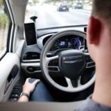 Selvkørende biler skal kunne bruge den nye 5G-mobilteknologi, når de skal kommunikere, mener et stort flertal af EU-landene, som har forkastet et forslag om at gå efter ren trådløs teknologi. Arkivfoto: Caitlin O'Hara, Reuters/Ritzau Scanpix