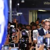 Den konservative Kyriakos Mitsotakis har aflyst parlamentets sommerferie og varsler en ny kurs for Grækenland. Der skal skabes vækst og arbejdspladser.