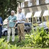 Kommunalbestyrelsen på Frederiksberg har netop vedtaget visionen for, hvad der skal ske med Hospitalsgrunden, når Frederiksberg Hospital lukker i 2023. Borgmester Simon Aggesen (K) samt rådmændene Jan E. Jørgensen (V) og Thyge Enevoldsen (EL) vil alle arbejde for et åbent og grønt område.