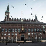 Københavns Rådhus set udefra pladsen.
