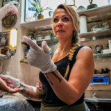Der er blevet tatoveret i det lille kælderlokale i Nyhavn siden 1884. Forretningen drives på tiende år af Majbritt Petersen.