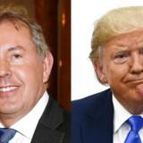 Den nu afgåede britiske ambassadør i Washington, Sir Kim Darroch, ses her til venstre over for den amerikanske præsident, Donald Trump.