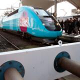 Et Ouigo-hurtigtog gør klar til afgang på Gare de Lyon i Paris. Lavpriselskabet forsøger med et uhøjtideligt corporate image, herunder friske farver på togvognene, at få fat i de yngre franskmænd. Det lykkes i vid udstrækning.