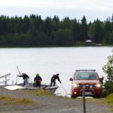 Vragdele havnede i vandet ud for Umeå, hvor det mindre fly søndag styrtede ned med ni om bord. Ingen overlevede flystyrtet, som er det værste i Sverige siden 1989. Flere øjenvidner mener at have set flyet styrte ned med kun en intakt vinge.