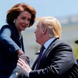 Kan de nå en aftale? USAs to mest magtfulde personer – præsident Donald Trump og Demokraternes leder Nancy Pelosy – forhandler om en forhøjelse af loftet over den amerikanske statsgæld og budgettet for 2020. Kongressen går på sommerferie inden længe, så det haster.