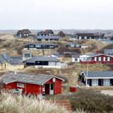 Det er så populært at holde sommerhusferie i Danmark, at der stort set ikke er nogen ledige pladser i højsæsonen. Derfor opfordrer udlejningsbureauerne til, at flere danskere udlejer deres sommerhuse, når de ikke selv bruger dem.