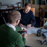 Læge Mogens Tangø er en af de flyvelæger, som den nu fyrede styrelseslæge har forsøgt at lukke. Han advarede i mange år styrelsen om de mulige problemer. Flyveleder Thorkild Winther Jensen er en af de patienter, der skal have ny lægeerklæring, da den før var udstedt af den nu fyrede læge.