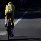 Julian Alaphilippe vinder enkeltstarten i Tour de France foran Geraint Thomas. Jakob Fuglsang taber 1 minut og 7 sekunder til den gule førertrøje.