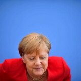 Tyskland er den allierede som USAs præsident Donald Trump ofte har kritiseret hårdest. Det fik dog ikke kansler Angela Merkel fredag til at holde igen med kritikken af Trumps angreb på fire farvede kongresmedlemmer. Det skete i de allersidste minutter af hendes 90 minutter lange pressekonference.