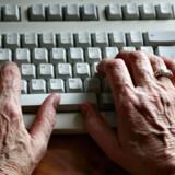 Den 84-årige kvinde er stævnet for i strid med ophavsretsloven at have downloadet og delt actionfilmen »Mechanic: Resurrection« i november 2016.