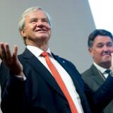 På trods af den store økonomiske turbulens i Norwegian hæver to af arvingerne – den tidligere topchef Bjørn Kjos' døtre – store aktieudbytter fra deres investeringsselskaber, som holder Norwegian-aktier.