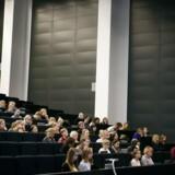 »Sproget er en af de vigtigste markører for begavelse, viden og klasse og hvis man taler et ubrugeligt dansk, så lukkes døren til de fleste af livets muligheder,« skriver Niels Jespersen.