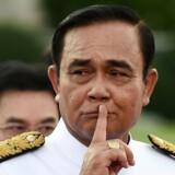 """Ifølge organisationen Human Rights Watch tvinger militæret i Thailand enhver, der kritiserer regeringen med premierminister Prayut Chan-o-cha (billedet) i spidsen, til at """"love at stoppe deres kritik"""", før de bliver løsladt. (Arkivfoto) - Foto: Lillian Suwanrumpha/Ritzau Scanpix"""