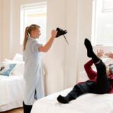 Sygeplejerske May Bjerre Eiby har åbnet Søstersanatoriet på Frederiksberg, som drives som en form for daghjem, hvor den demente eller familien selv betaler for, at den demente kan tilbringe dagen i stedet for derhjemme eller på sit vanlige plejehjem.