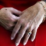»Det er da et kæmpeproblem, at vi bruger hele livet på at kæmpe for ligestilling på et arbejdsmarkedet, der stadig på alle niveauer er præget af uligeløn, og når vi så skal pensioneres, så overlader vi de økonomiske tøjler til vores mænd«, siger forbrugerøkonom og tidligere S-folketingsmedlem Mette Reissmann.