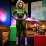 Forleden skrev den 45-årige TV- og radiovært Sara Bro et opslag på Instagram, da nyheden om, at hendes TV-program ikke var blevet forlænget. »Nu ved jeg, at stramt grønt glimmertøj kan gøre folk sure,« lød det bl.a. i opslaget.
