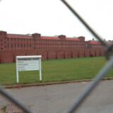 En fængselsbetjent blev onsdag slået i ansigtet og baghovedet i Nyborg Fængsel, oplyser Fængselsforbundet.