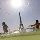Torsdag blev varmerekorden i Paris slået under en helt usædvanlig intens hedebølge. Nu slår europæiske forskere klokkeklart fast, at nutidens klimaforandringer er helt uden for skiven af det naturlige.
