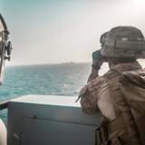 Det amerikanske marinekoprt er med i den store amerikanske flåde, der befinder sig ved Hormuz-strædet. her overvåger korporal Michael Weeks på »USS P. Murtha« situationen ved Hormuz-strædet. Adam Dublinske/U.S. Navy/Handout.