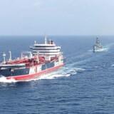 Stena Important følges af den britiske frigat HMS Montrose gennem Hormuz-strædet efter truende adfærd fra Iran. Som verdens femtestørste søfartsnation har Danmark en klar interesse i en sikker skibstrafik i strædet.