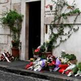 Den unge politibetjent var netop kommet hjem fra bryllupsrejse, da han natten til fredag blev stukket ned og dræbt af en amerikansk teenager. Foto: Vincenzo Pinto/Ritzau Scanpix