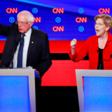 De to venstreorienterede senatorer Bernie Sanders og Elizabeth Warren er blandt topfavoritterne til at blive Trumps udfordrer ved næste års præsidentvalg ifølge meningsmålingerne. Af samme grund blev de angrebet fra første øjeblik af mere moderate kandidater under partidebatten natten til onsdag dansk tid. Og bølgerne gik, som her til tider højt. REUTERS/Lucas Jackson TPX IMAGES OF THE DAY