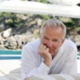 »Da interviewet var slut, bad journalisten mig om at komme til Danmark for at blive fotograferet. Det havde jeg ikke tid til, men jeg var på min båd ved Mallorca til en work-session med fem forretningsfolk, hvoraf den ene tilfældigvis var tidligere professionel fotograf,« skriver Lars Tvede.