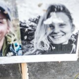 ARKIVFOTO: Blomster og billeder til minde om 24-årige Louisa Vesterager Jespersen og 28-årige Maren Ueland foran Københavns Rådhus.