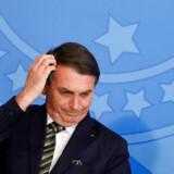 Bolsonaro fortsætter med at vække opsigt som Brasilians præsident. Tirsdag aflyste han et møde med Frankrigs udenrigsminister for i stedet at sende live fra en klipning hos frisøren.