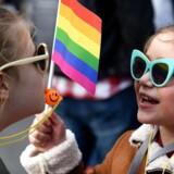 Der bør ikke være en aldersgrænse på juridisk kønsskifte, skriver Foreningen for Støtte til Transkønnede Børn (FSTB). På billedet LGBT-pride i Podgorica, Montenegro, 17. november 2018. Foto: EPA/BORIS PEJOVIC