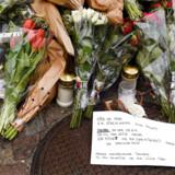 Blomster og hilsner på Hejrevej torsdag den 22. november 2018. Tidligere bandemedlem Nedim Yasar blev skudt på Hejrevej mandag den 19. november.(Foto: Liselotte Sabroe/Scanpix 2018)