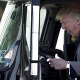 Fuld fart frem! Præsident Donald Trump har nu trådt speederen i bund i handelskrigen mod Kina. Den seneste optrapning lægger øget pres på Kina, men også på den amerikanske centralbank for at levere de ønskede rentenedsættelser.