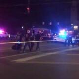 Politiet på gaden i det populære område Oregon i Dayton, hvor en gerningsmand skød og dræbte ni personer, inden han selv blev dræbt af politiet.