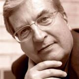 Ved siden af sit mangeårige virke som arkitekturanmelder ved Politiken skrev Henrik Sten Møller en række bøger. Udover om Henning Larsen blandt andre Hans Bendix, Kay Bojesen, Hans J. Wegner og Nanna Ditzel.