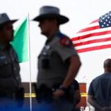 22 mennesker mistede livet i det blodige masseskyderi i El Paso Texas, der af myndighederne efterforskes som indenlandsk terror. Foto: Mario Tama/Getty Images/AFP