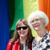 Jóhanna Sigurðardóttir (th.) og Jónína Leósdóttir (tv.) blev det første homoseksuelle par til at stå i spidsen for et land. Jónína Leósdóttir mener dog ikke, at de i begyndelsen havde fortjent at blive kaldt et inspirerende par, for de havde holdt deres forhold skjult i 15 år. En ventetid, unge mennesker i dag slet ikke kan forstå, oplever hun.