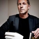 »Alle bøger er jo til for at blive diskuteret og også nogle gange kritiseret, men det skal foregå i den offentlige debat, det skal ikke foregå ved at fjerne bøger, som er udgivet,« siger Kim Hundevadt, forlagschef på Politikens forlag.