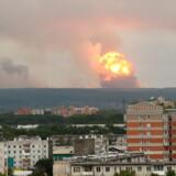 Brande og eksplosioner har hærget russisk militær den seneste uge, hvor endnu en eksplosion har ramt fredag.