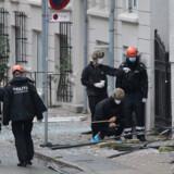 Polititeknikere arbejder foran nærpolitistationen i Hermodsgade i København. En eksplosion ramte nærpolitistationen i Hermodsgade natten mellem fredag og lørdag.. (Foto: Presse-fotos.dk/Ritzau Scanpix)