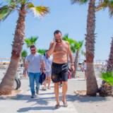 Matteo Salvini forlader stranden i syditalienske Policoro efter en af talerne under sin »beach tour«. Og man skal ikke lade sig narre af hans image som buttet og hyggelig latino-strandløve, advarer meningsdannere.