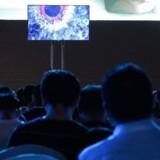 Huaweis nye software, styresystemet Harmony, får premiere i dette Honor-TV men ligger klar til at kunne bruges i den kinesiske gigants smartphones, hvis forhandlingerne mellem USA og Kina om en ny handelsaftale bryder sammen, og Huawei forbydes at fortsætte med Googles Android-software. Foto: Fred Dufour, AFP/Ritzau Scanpix