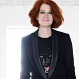 Karen Bro forlader efter otte år posten som chefredaktør på Ekstra Bladet for at opbygge et nyt engelsksproget medie for kvinder. Hun er kendt som en skarp debattør og en stærk og målrettet journalistisk leder.