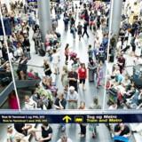 Svenskerne er for alvor begyndt at vælge flyrejserne fra. Endnu kan Københavns Lufthavn ikke se samme tendens.