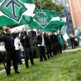 Nynazister fra Nordisk Modstandsbevægelse demonstrerer på en plads i det centrale Stockholm sidste sommer.