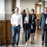 Nicolai Wammen og Mette Frederiksen samt stabschef Martin Rossen ankommer til regeringsforhandlinger i Landstingssalen på Christiansborg. Rossen er i dag én af de bedst lønnede særlige rådgivere.